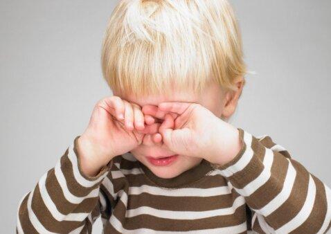 """<span style=""""color: #ff0000;"""">Jautru:</span> kaip iš tiesų jaučiasi vaikas pirmą dieną mokykloje <sup style=""""color: #ff0000;"""">(VIDEO)</sup>"""