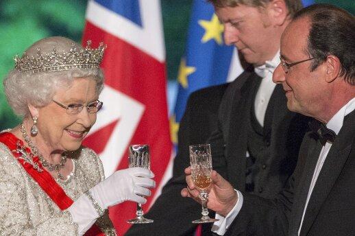 Karalienė Elizabeth II ir Prancūzijos prezidentas Francois Hollande'as