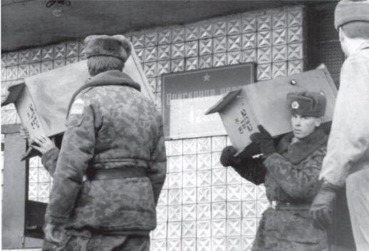 """Фото из книги """"Вывод российских войск в документах"""" (2005)"""