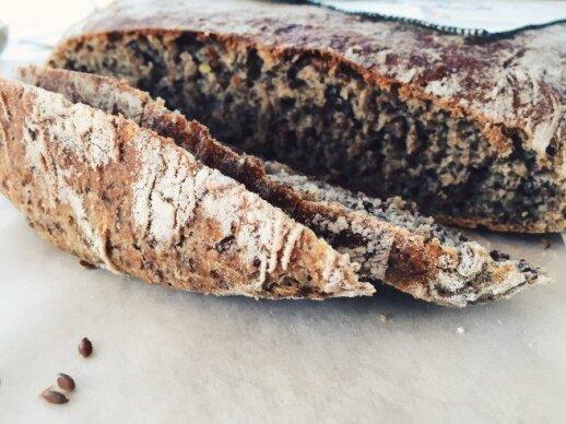 Julijos virtuvė. Duona su linų sėmenimis