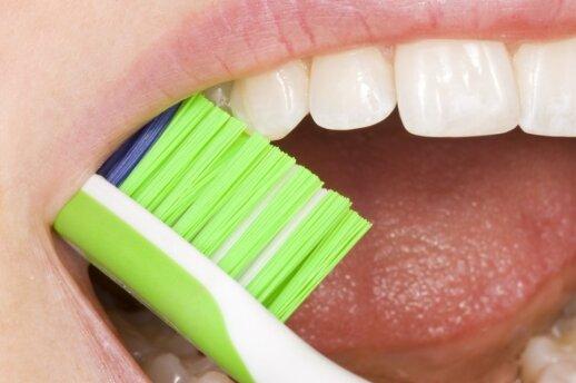 Kaip išsirinkti geriausią dantų šepetėlį