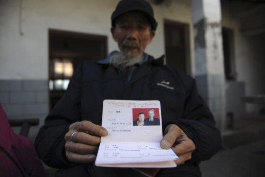 Už 72 metų vyro ištekėjusi 27 - metė susilaukė sūnaus