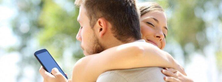 Psichologė paaiškino, kodėl laimingus santykius sukūrę žmonės vis tiek būna neištikimi