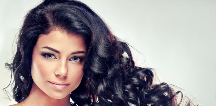 Greiti ir paprasti būdai, kaip atnaujinti šukuoseną bei suvaldyti plaukus