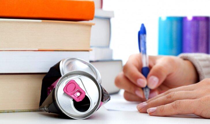 8 priežastys, kodėl turėtum tuoj pat nustoti gerti energetinius gėrimus