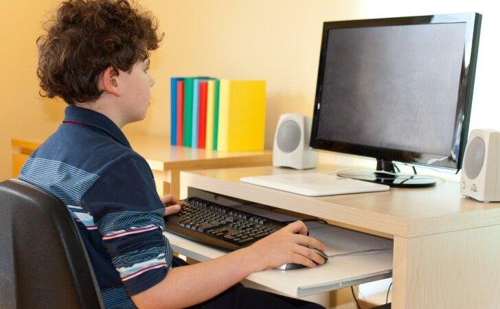 """""""Vaikų linija"""" pradeda teikti pagalbą pokalbiais internetu"""