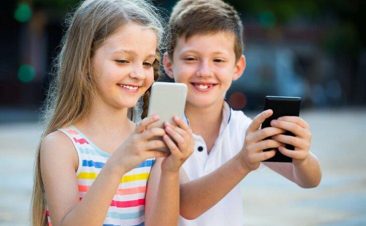Pirmasis telefonas vaikui: ką turi žinoti tėvai