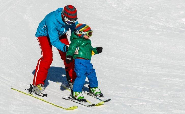 Slidinėjimo kelionė su vaikais: kokias klaidas tėvai daro dažniausiai?