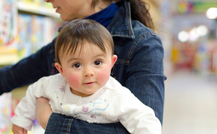 Ar vaikų turinčiai moteriai susirasti darbą išties sunkiau