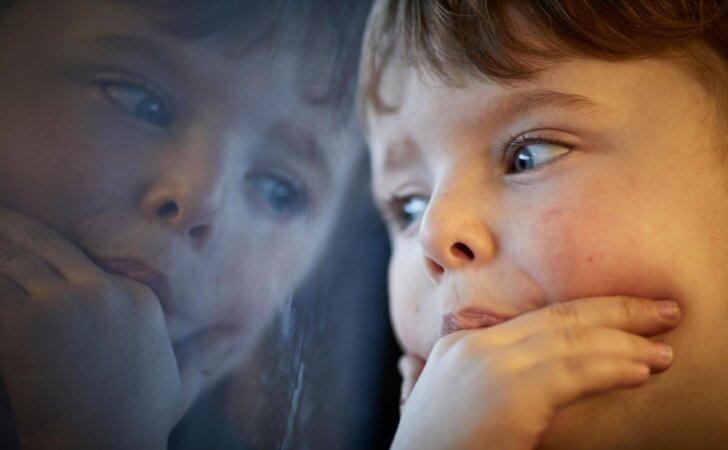 Vaikystėje pasireiškiantis nerimo sutrikimas: kaip jį atpažinti ir padėti vaikui