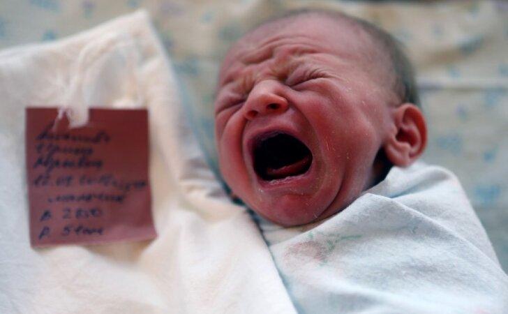 """<span style=""""color: #ff0000;"""">Pakraupusi skaitytoja:</span> mama paliko automobilyje verkiantį kūdikį"""