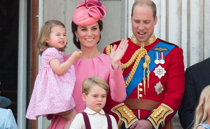 Paviešino naują karališkosios šeimos nuotrauką ir žinią, kuri ypatinga princesei Charlotte