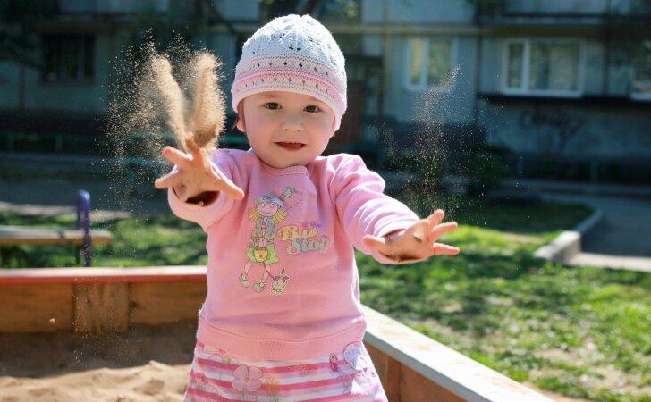 Kaip prižiūrėti vaikų smėlio dėžę, kad ji netaptų ligų šaltiniu