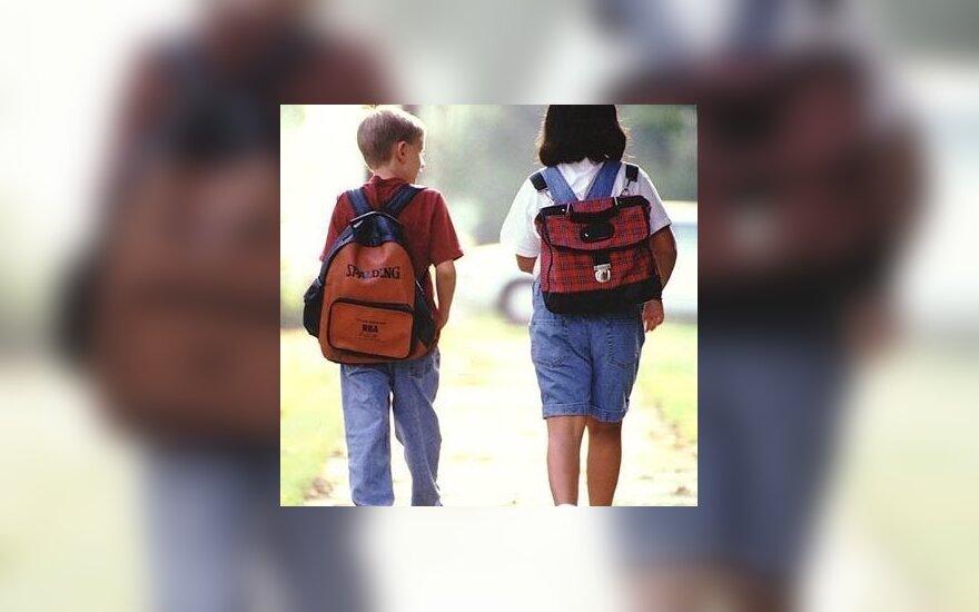 В школу – пешком 9 километров через лес
