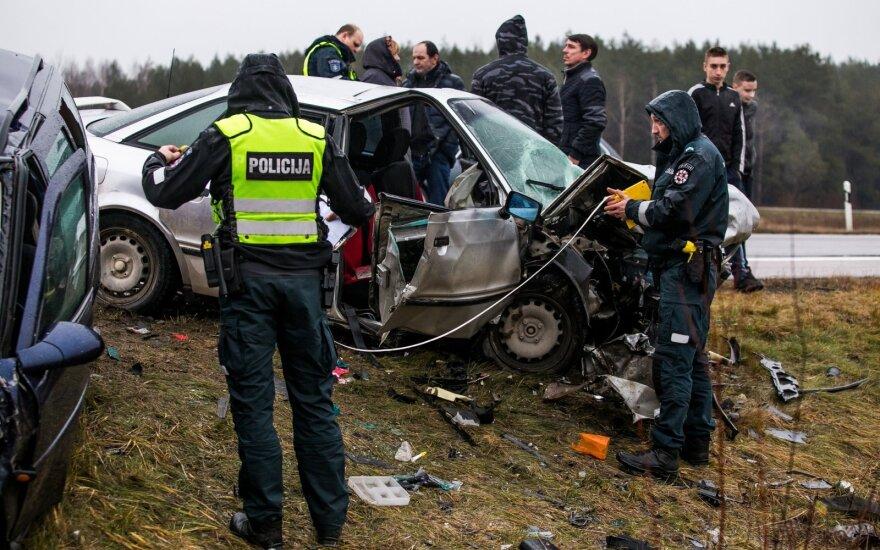Авария в Вильнюсском районе: пожарные освобождали людей, застрявших в автомобилях