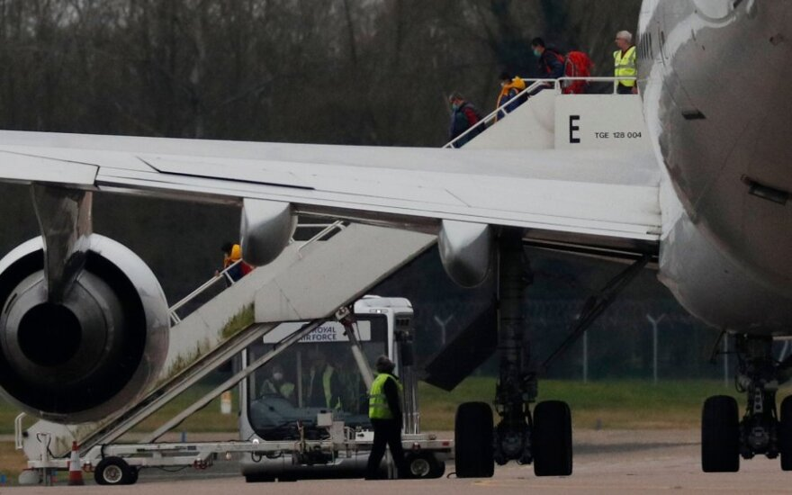 Netoli Marselio nusileido iš Kinijos Uhano Prancūzijos piliečius evakavęs lėktuvas