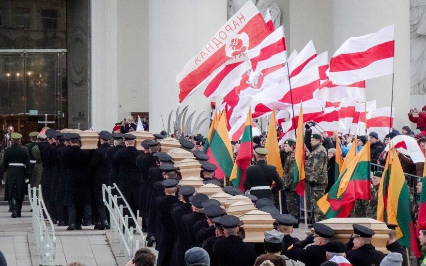 """""""За нашу и вашу свободу"""": в Вильнюсе проходит церемония перезахоронения останков повстанцев"""