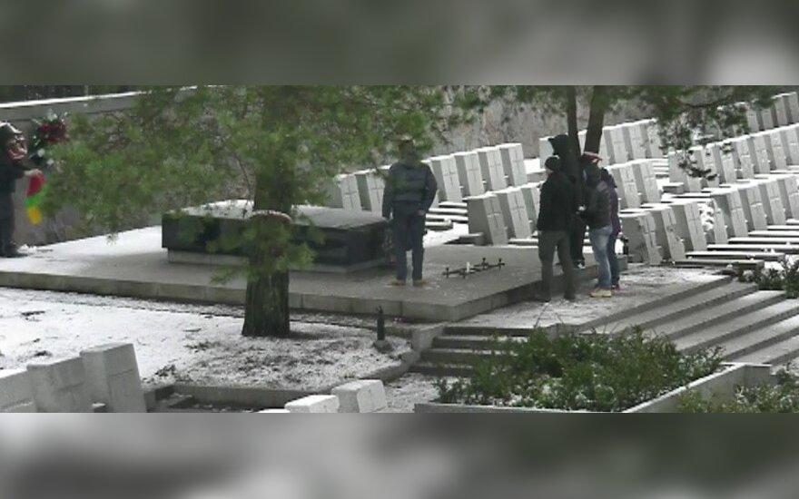 Wideo z aktu profanacji litewskiej flagi
