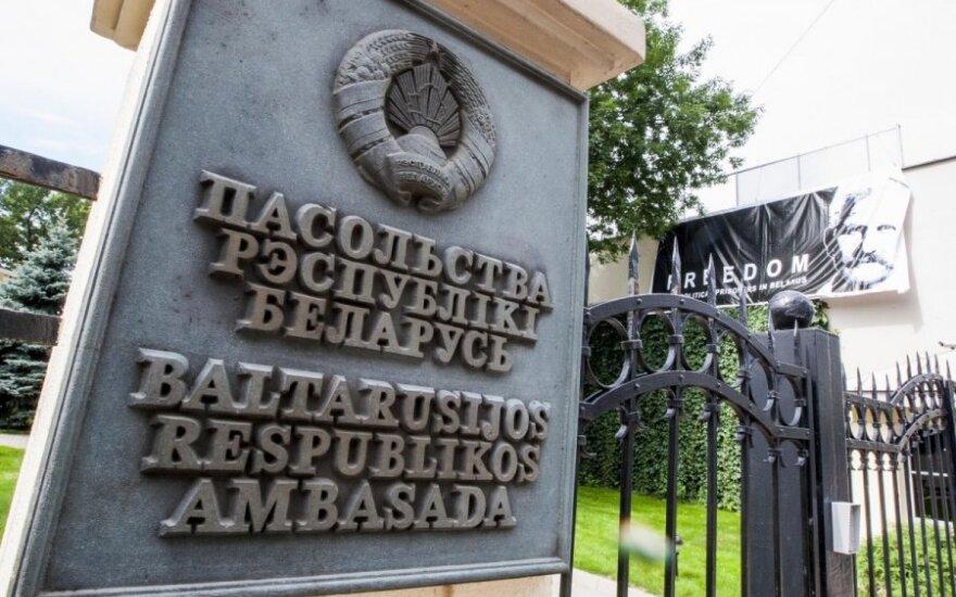 Посольство Беларуси в Литве все же выдало визы литовским консерваторам