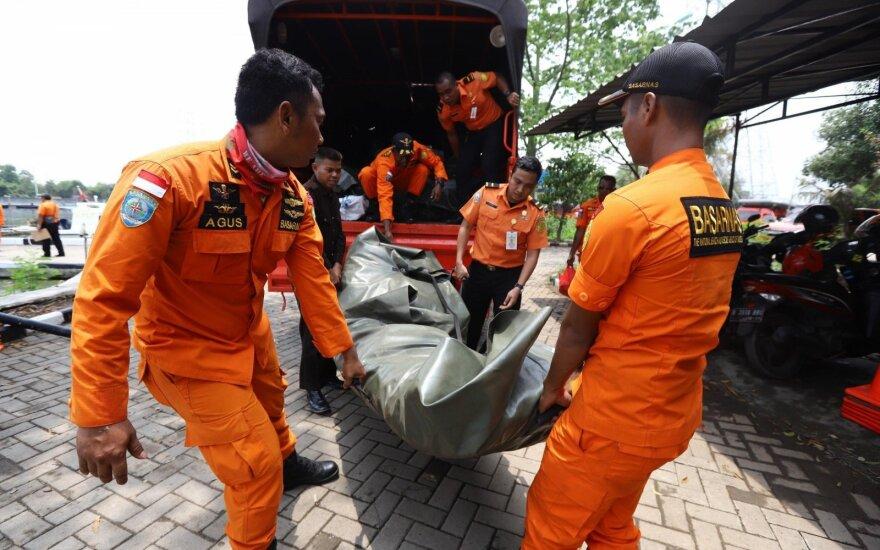 """ФОТО, ВИДЕО: Пассажирский """"Боинг"""" упал в море после вылета из аэропорта Джакарты"""