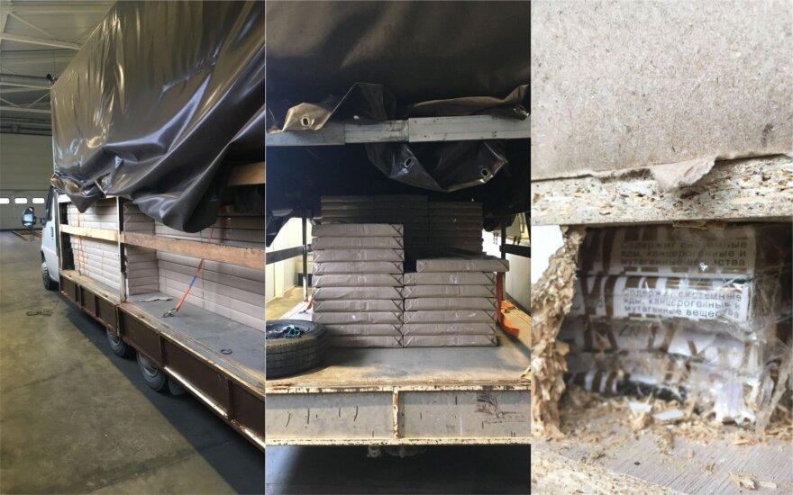 Iš Baltarusijos įvežtuose stalviršiuose muitininkai rado per 50 tūkst. pakelių cigarečių