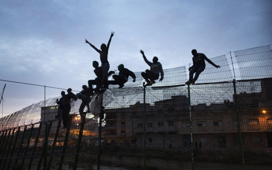 Migrantai veržiasi į Ispanijos teritoriją Melilijoje
