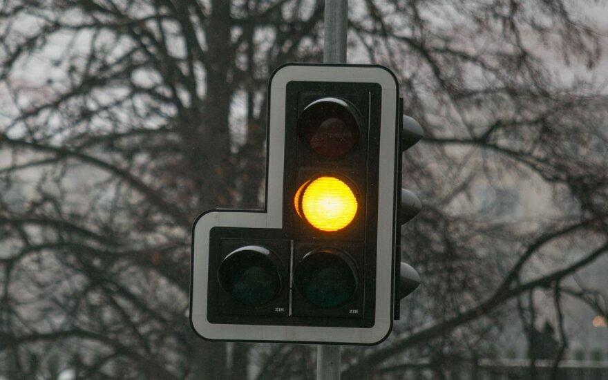 Не работает светофор на важном перекрестке Вильнюса, образовались заторы