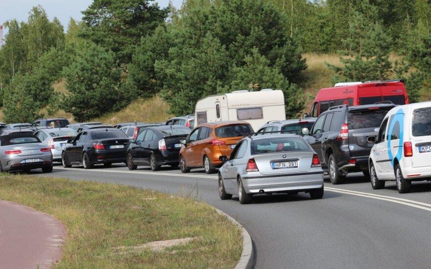 У переправы в Смильтине невиданные очереди: среди водителей есть и пройдохи