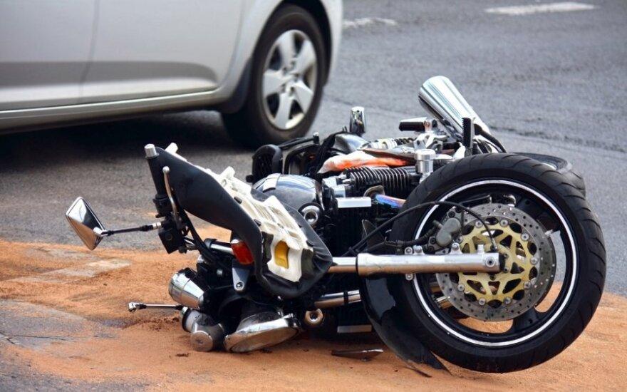 На повороте водитель VW Golf не пропустила мотоцикл, погиб мужчина