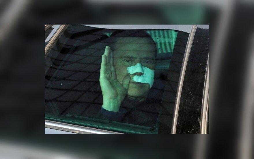 Italijos premjeras Silvio Berlusconi palieka Šv. Rafaelio ligoninę