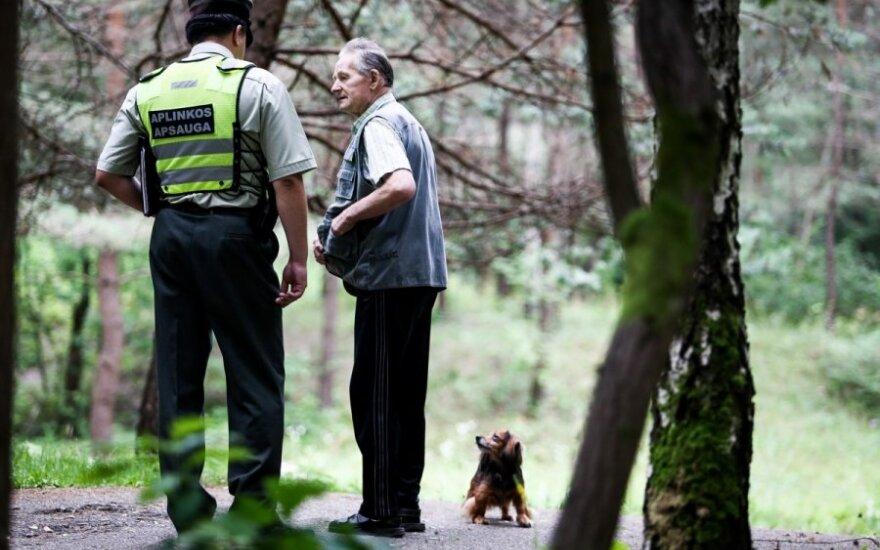 Aplinkosaugininkų reidas - tikrinami šunų šeimininkai