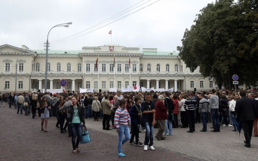 Протестовать в Вильнюс учеников везли заказанные политиками автобусы