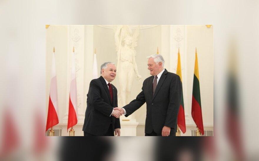 В.Адамкусу вручили крест ордена Возрождения Польши