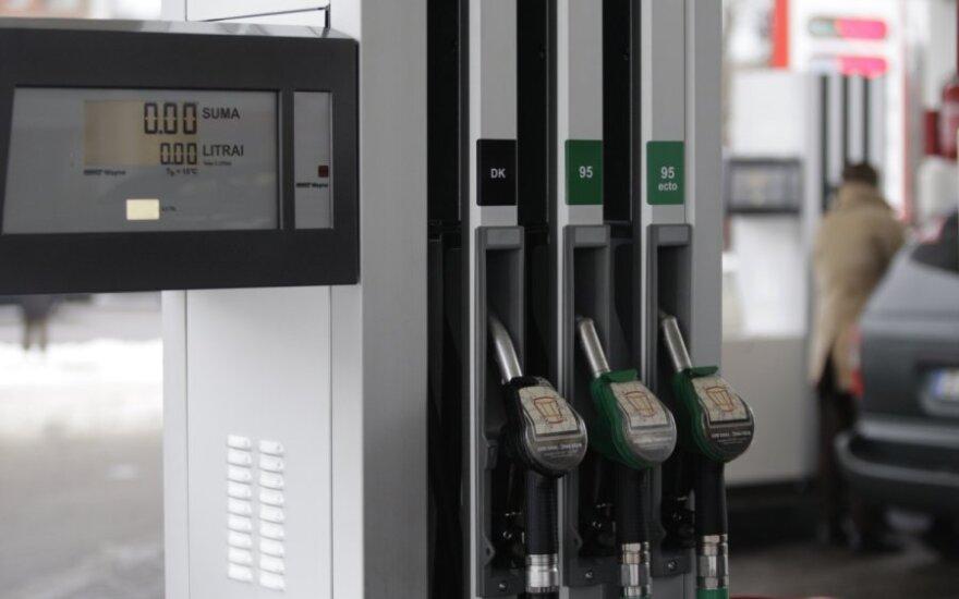 Россия приостановит поставки бензина в Беларусь