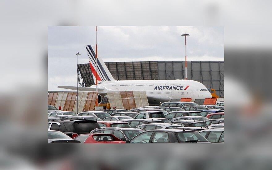 Во Франции – всеобщая забастовка: отменяются авиарейсы