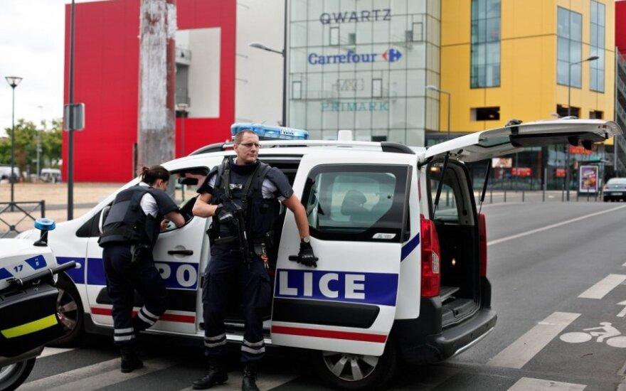Под Парижем освобождены 18 человек, взятые в заложники при ограблении
