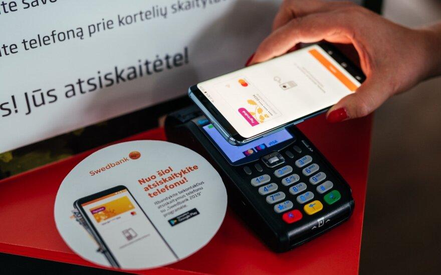 Bekontaktinis atsiskaitymas telefonu / Swedbank nuotr.