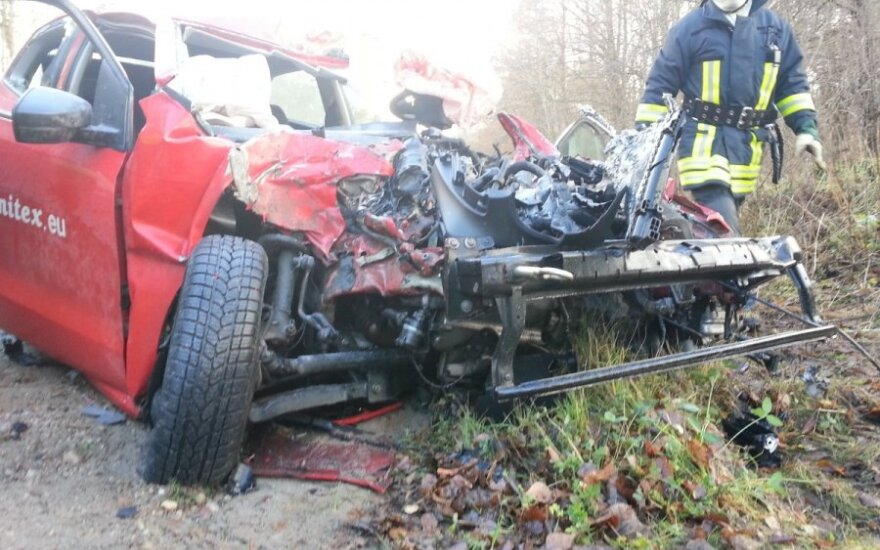 VW Polo столкнулся с грузовиком, пострадал один человек