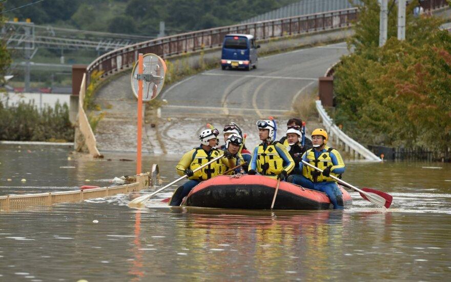 Japonijoje po 35 žmones pražudžiusio taifūno gelbėtojai ieško gyvųjų
