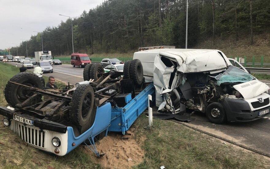 ФОТО: из-за аварии на дороге Вильнюс—Каунас нарушено движение