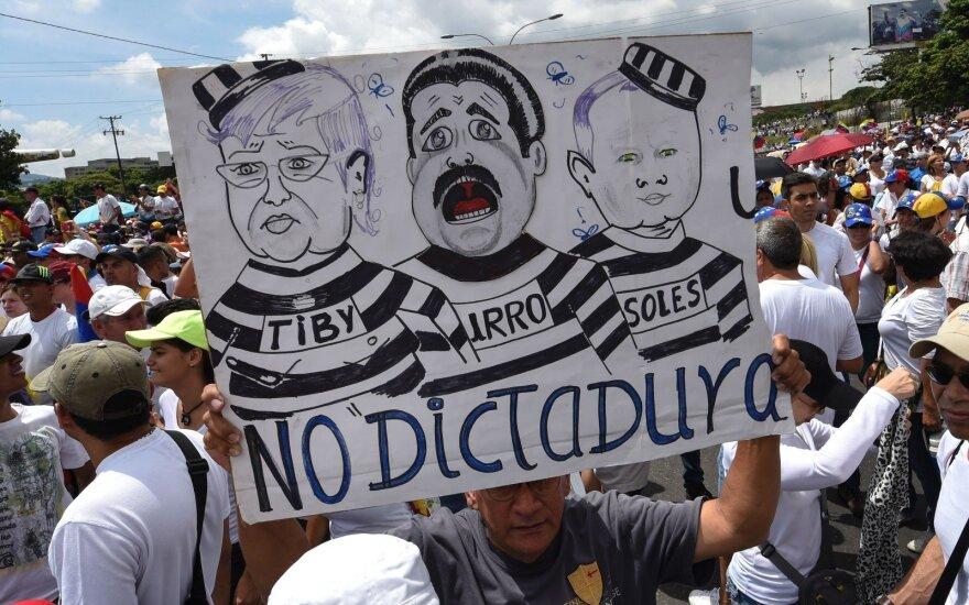В ходе протестов против президента Мадуро в Венесуэле убит полицейский
