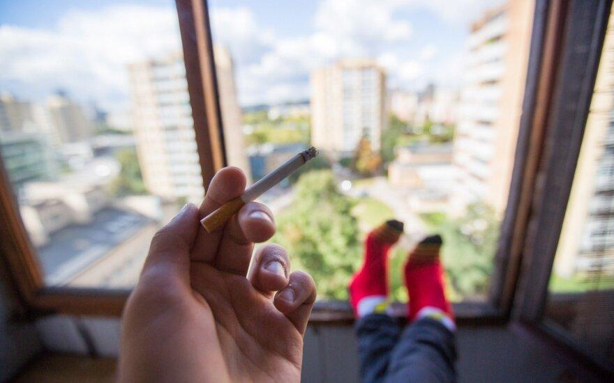 Сейм Литвы отклонил предложение запретить курение на балконах