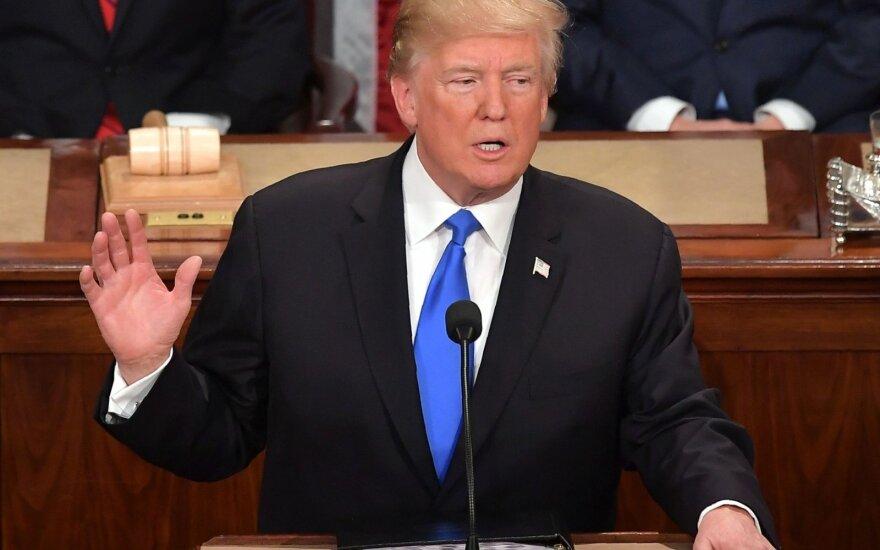 Donaldas Trumpas skaito metinį pranešimą