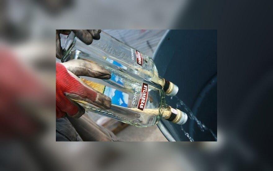 В Риге полиция уничтожила литовские пиво и водку