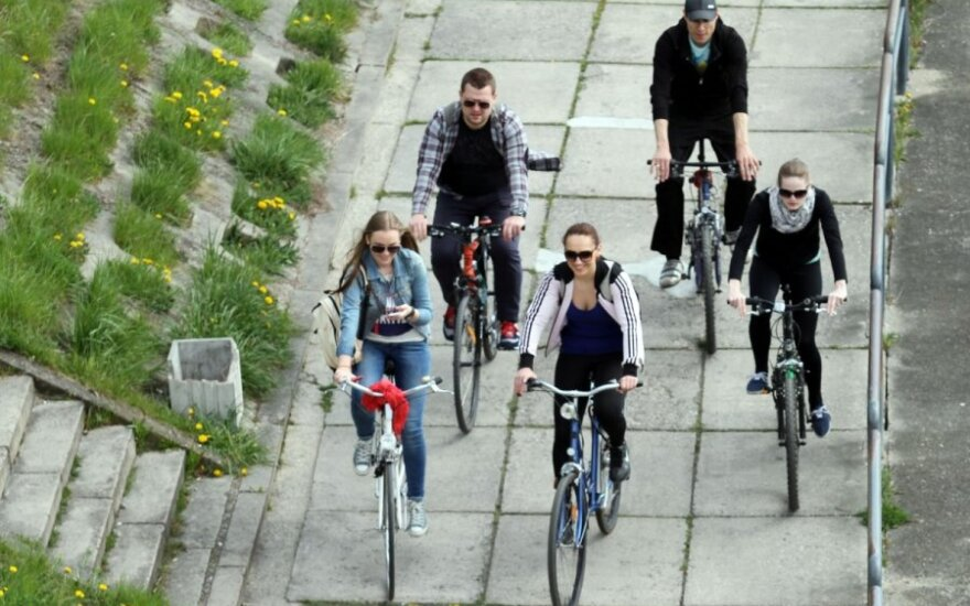 В Каунасе сезон открыли сотни велосипедистов