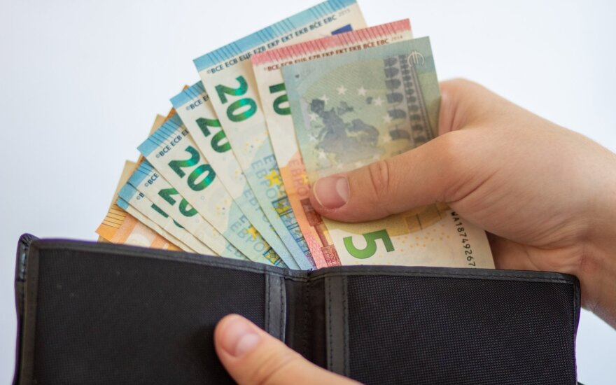 """Содра"": средняя зарплата ""на руки"" в Литве увеличилась до 900 евро"