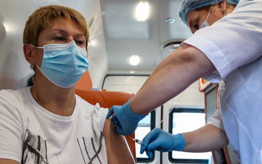 Россия рассказала о своей вакцине против коронавируса в Lancet. Можно ли ее применять уже сейчас?