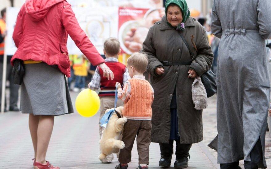 Только в двух самоуправлениях Литвы детей больше, чем пенсионеров