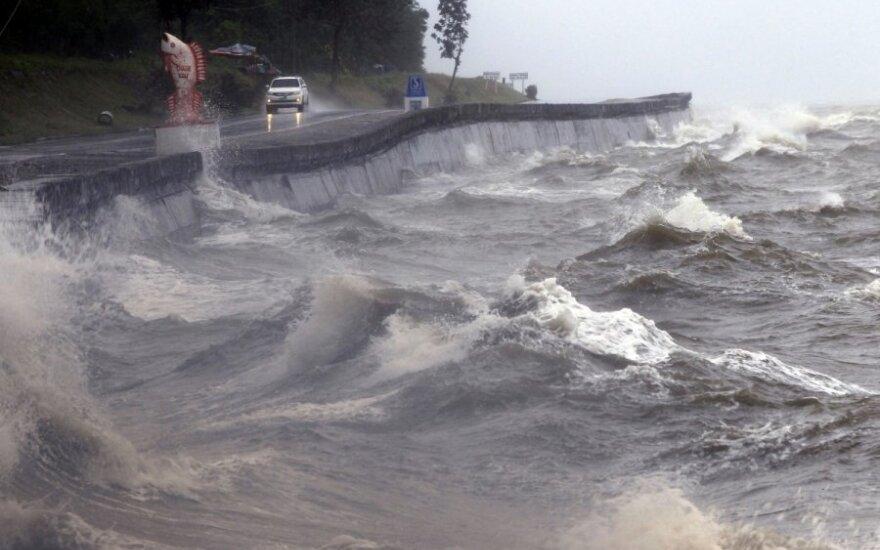 """На Филиппины обрушился мощный тайфун """"Коппу"""""""