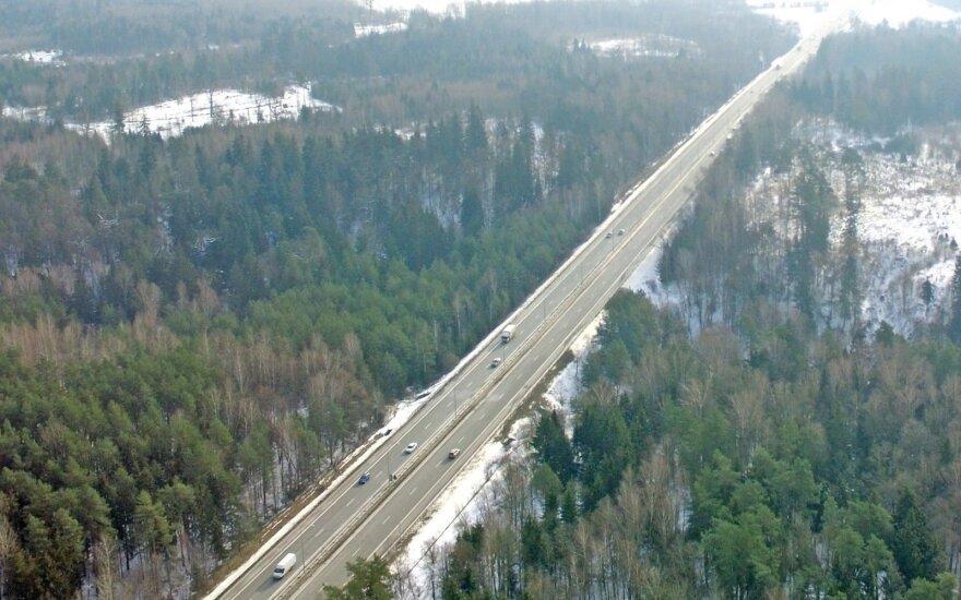 Из-за ДТП парализовано движение на дороге Вильнюс-Каунас